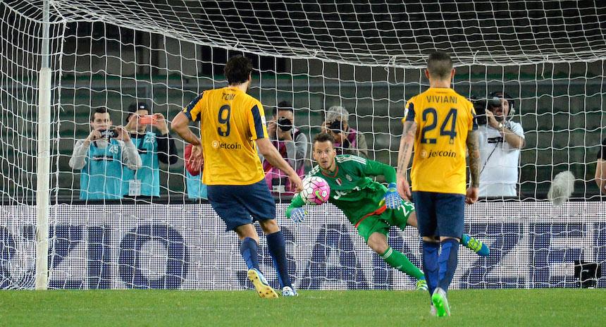 Luca Toni se retiró con un penal a lo Panenka