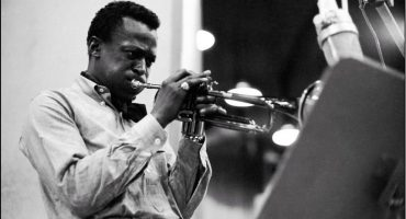 Celebramos el cumpleaños de Miles Davis escuchando 'Kind Of Blue'