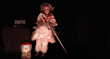 ¡Mira en vivo a Ann, la muñeca diabólica!