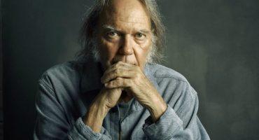 Así fue el debut del nuevo álbum de Neil Young en un museo de Los Angeles