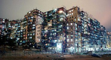 Así era la vida en la ciudad amurallada de Kowloon, un auténtico panal humano