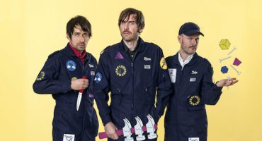 Escucha 'Dominos', el nuevo sencillo de Peter Bjorn and John