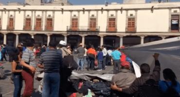 Profesores de la CNTE instalan un plantón en la Plaza de Santo Domingo