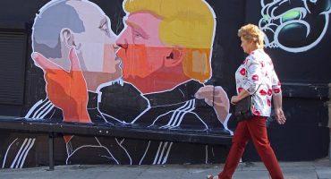 El mural de Donald Trump y Vladimir Putin besándose está rompiendo internet