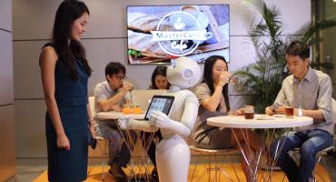 Los meseros robot de Pizza Hut han llegado a mostrarnos como luce el futuro