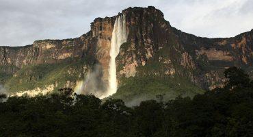 La majestuosidad de Salto Ángel, la cascada más alta del mundo, vista desde un drone