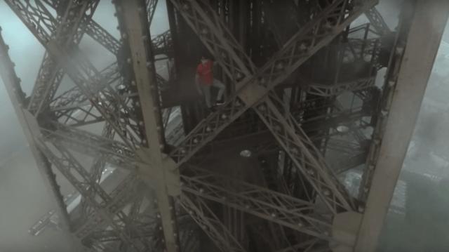 Cracks rusos escalan la parte alta de la Torre Eiffel y filman increíble video