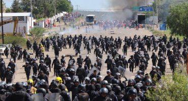 Oaxaca: gobernador culpa a infiltrados, PF acepta uso de armas... EPN felicita a Checo Pérez