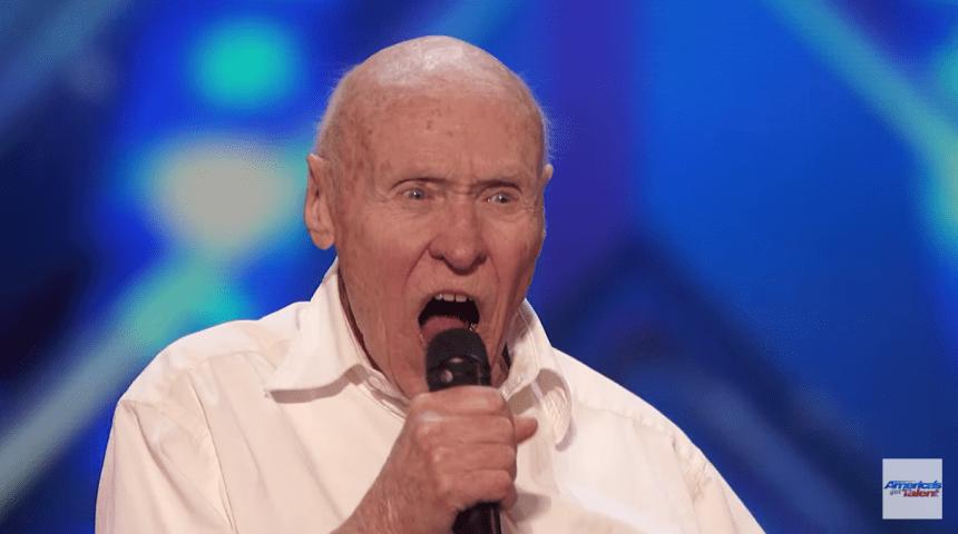 Anciano de 82 años sorprende en programa de talento cantando heavy metal