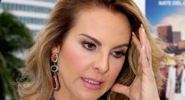 En su regreso a México, Kate del Castillo refrenda demanda contra PGR por daño moral y material