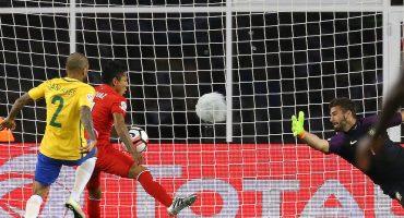 Raúl Ruidíaz acepta que su gol frente a Brasil fue con la mano