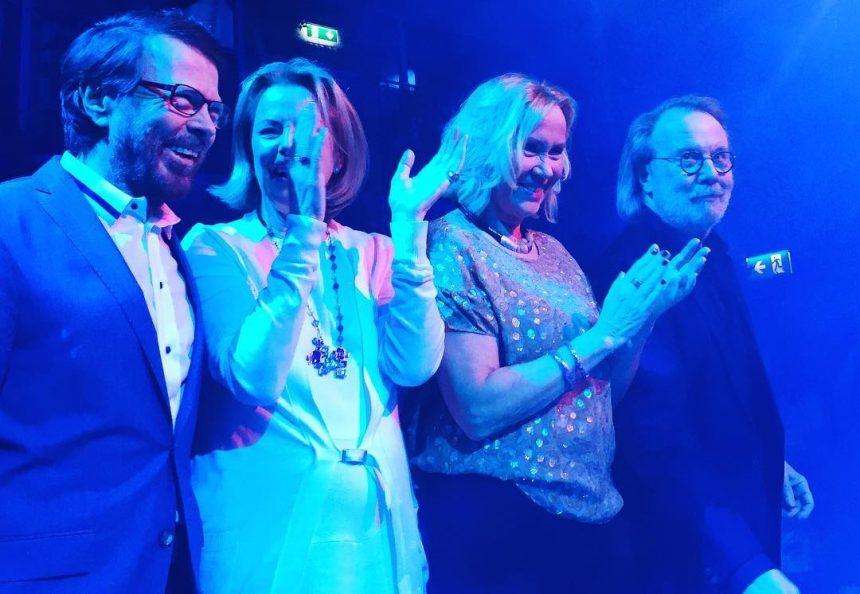 ABBA se reúnen a cantar para celebrar su 50 aniversario