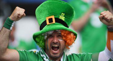 #Respect Irlandeses abollan coche en la Euro y pagan por los daños