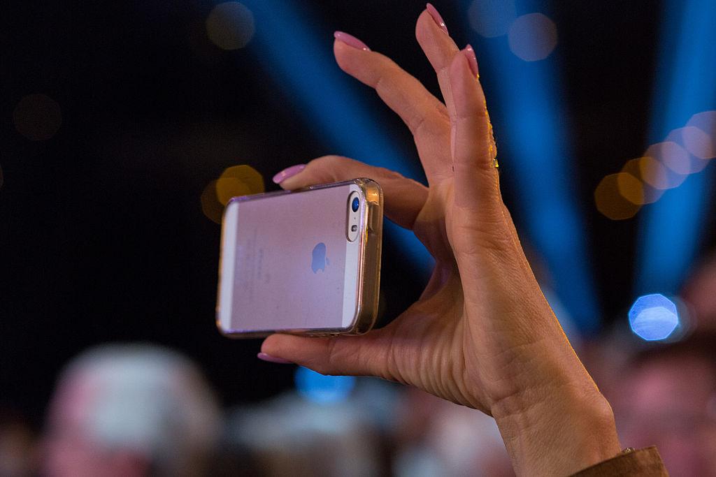Yondr, la solución al problema del uso de los celulares en los conciertos