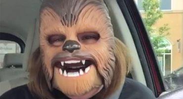 'Mamá Chewbacca' cobra 20 dólares por una foto y un autógrafo en Texas