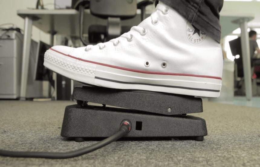 Converse crea el Zapato que funciona como pedal para guitarra