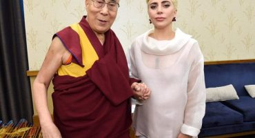 Gobierno Chino prohibe la música de Lady Gaga por fotografiarse con Dalai Lama