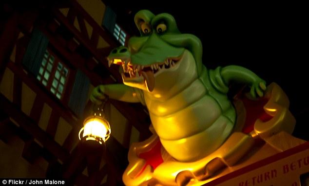 Disney reacciona al ataque de cocodrilo y quita los de mentiras