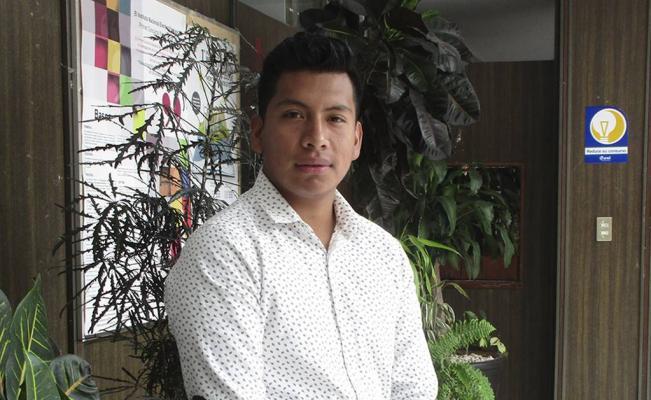 Estudiante indígena de Cherán recibe beca para Stanford