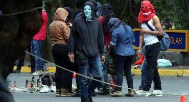 Se retiran encapuchados que bloqueaban Insurgentes; se reanuda la circulación