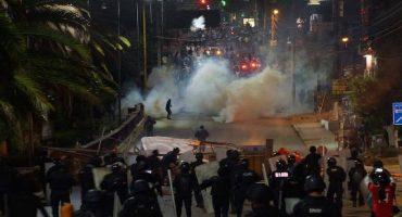Policías desalojaron violentamente plantón de la CNTE en IEEPO