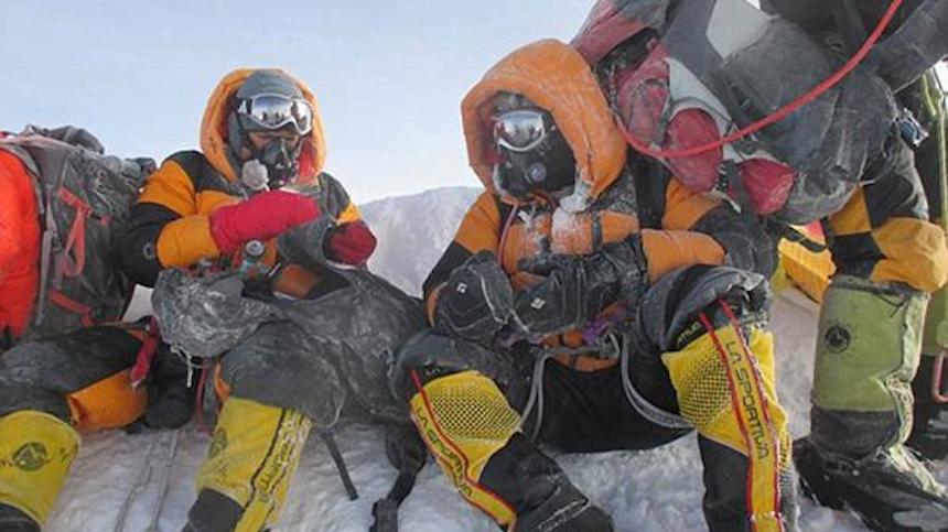 Los vetan del Everest por manipular foto y engañar a todos