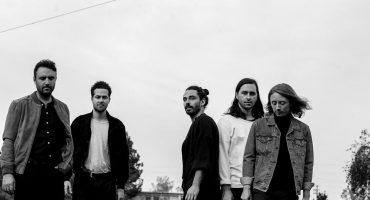 Local Natives anuncian su nuevo disco 'Sunlit Youth' y comparten canción