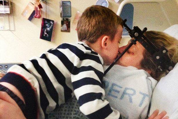 Mujer despertó de un coma al escuchar un mensaje de su hijo