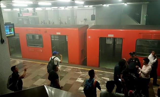 Cortocircuito provoca quemaduras en usuarios de Metro... y no aumentará tarifa, anuncia Mancera