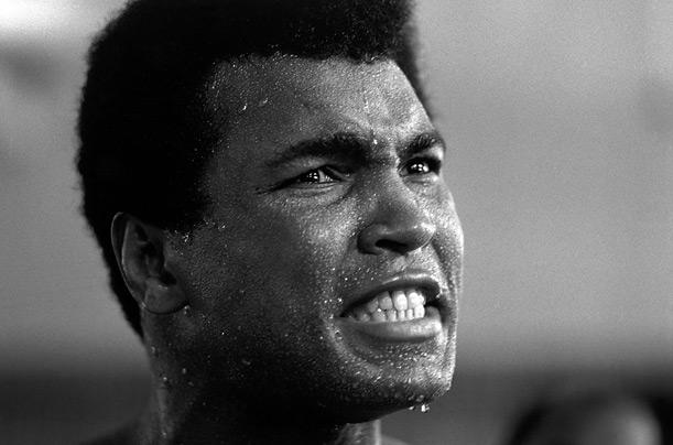 ¿Qué ocurrió cuando Muhammad Ali fue invitado a una habitación con 3 modelos?