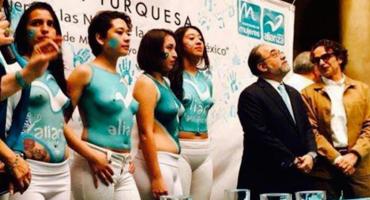 Nueva Alianza usa modelos con body paint para su cierre de campaña