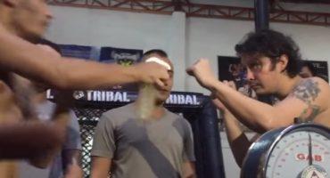 Video: Peleador de la MMA rocía con orina a su oponente