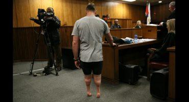 Pistorius se retira piernas prostéticas durante juicio; pide disminuyan sentencia