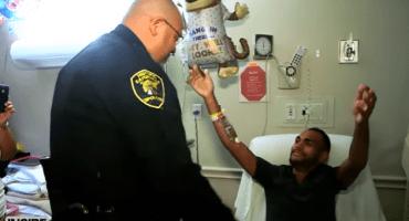 La reunión de un sobreviviente del tiroteo en Orlando y el policía que lo salvó