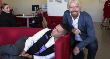 Ese momento en que tu jefe te cacha durmiendo (y tu jefe es el dueño de Virgin)