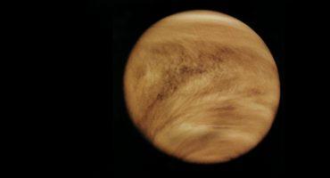 Una foto de Venus revela misteriosas nubes en el planeta por la noche
