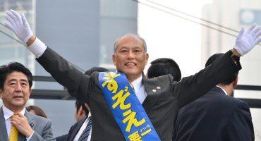 Después de un escándalo de gastos, renuncia el gobernador de Tokio