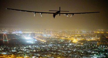 El avión solar Impulse II terminó su recorrido por el planeta
