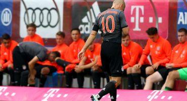 ¿Otra vez? Arjen Robben sufre una lesión durante el partido amistoso del Bayern Múnich