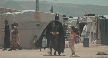 Video protagonizado por Batman y un niño sirio refleja el drama de la guerra
