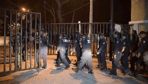 Cerca de una docena de prisioneros escapan de una cárcel en Cancún