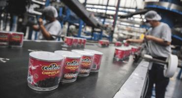Ex empleados de la Costeña comparten imagen orinando sobre chiles