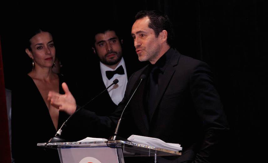 Demián Bichir dedica su homenaje en el Giff a los padres de los 43 normalistas
