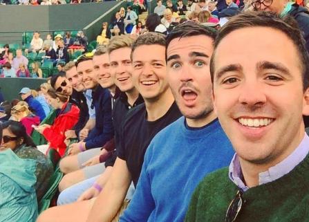 LOL! La selfie de un grupo de amigos que inicia otra guerra de Photoshop
