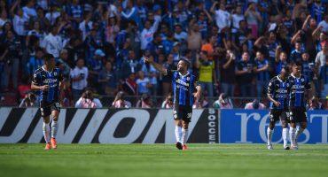 Emanuel Villa se convierte en el máximo goleador en la historia de Gallos Blancos