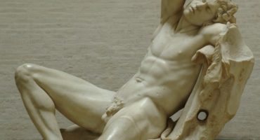 ¿Por qué las esculturas clásicas tienen pene pequeño?