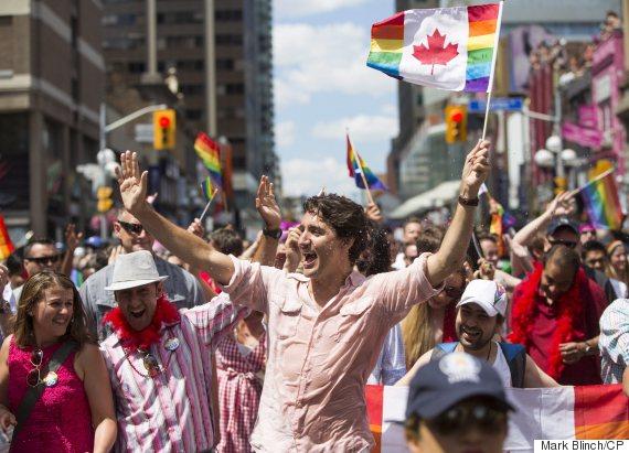 Y en la imagen del día... primer ministro de Canadá se une a Marcha del Orgullo Gay