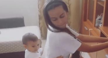 Mamá le hace twerking a su bebé y provoca polémica en redes sociales