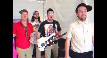 Ve a los Mumford & Sons parodiando a Blink-182