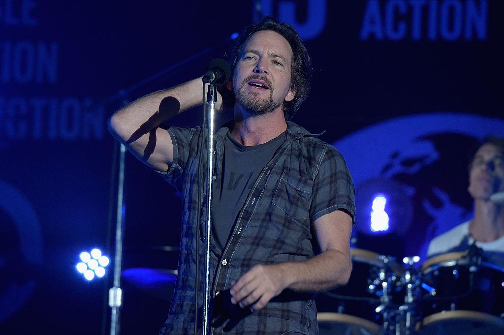"Pearl Jam toca el cover ""Dream Baby Dream"" en homenaje a Alan Vega"